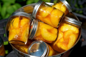 preserved peaches, canned peaches, canning jars,