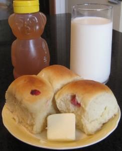 Currant buns, , buns, home-made buns, honey, raw milk, milk, butter