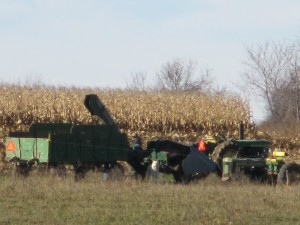 Tractor, one-row corn picker, farm wagon, corn harvest, corn picker, corn,