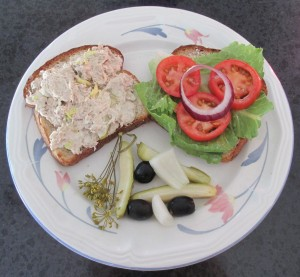 Chicken sandwich, chicken salad sandwich, chicken salad, lettuce, tomato, onion, black olives, pickle, dill, sandwich, garnish,