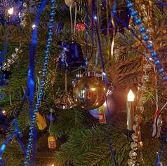 Christmas, Christmas tree, Christmas trimmings, Christmas lights, Christmas garlands,