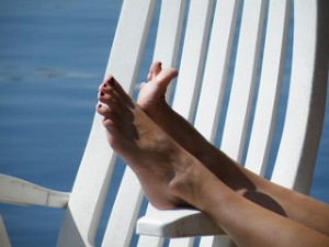 bare feet, feet up, at the beach,